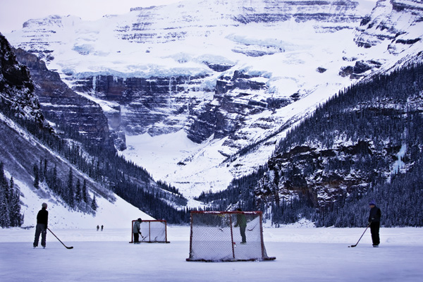 playing-hockey-lake-louise